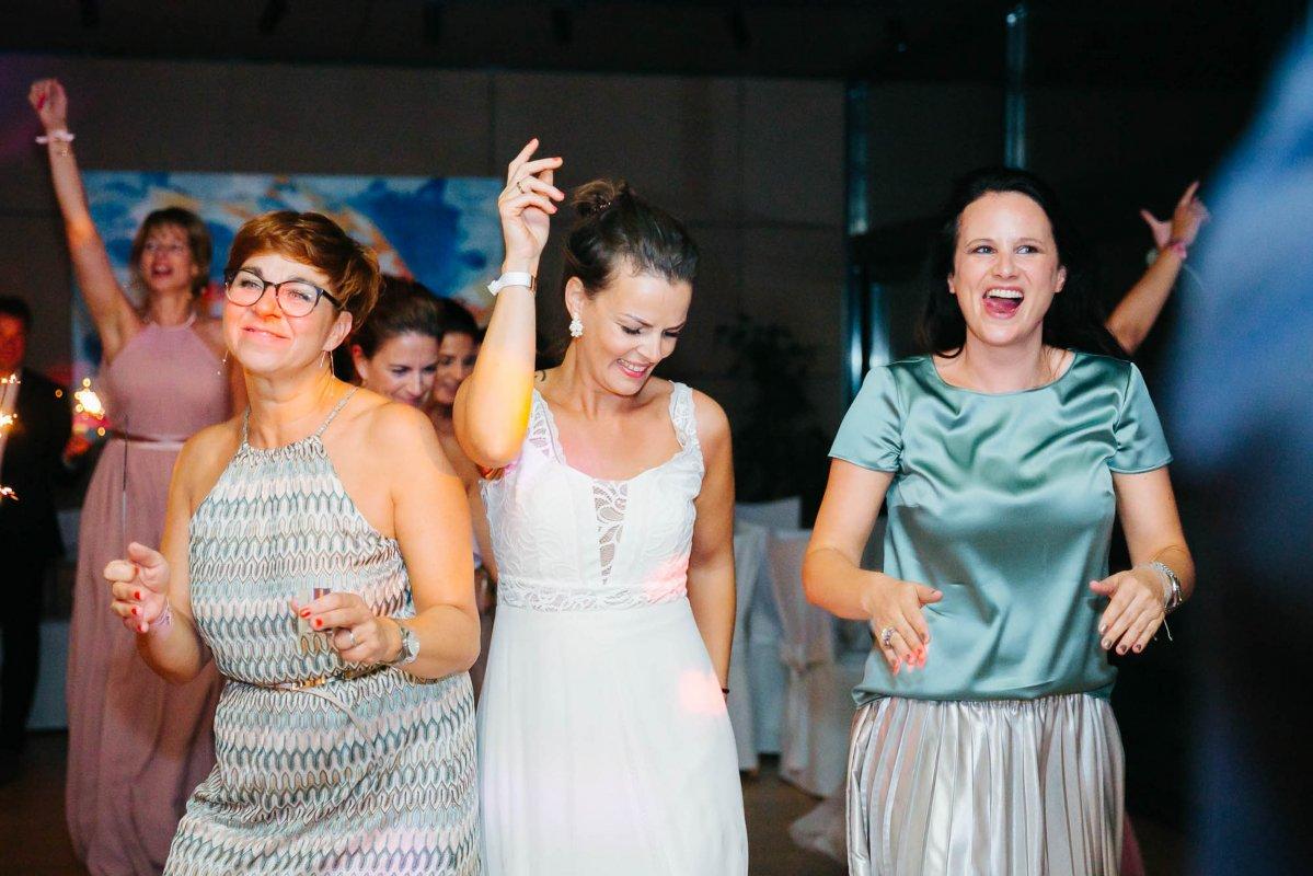 Hochzeit Burgenland Heiraten Yesbaby Fotografiefetz Rotenturm Koi Steiermark00041
